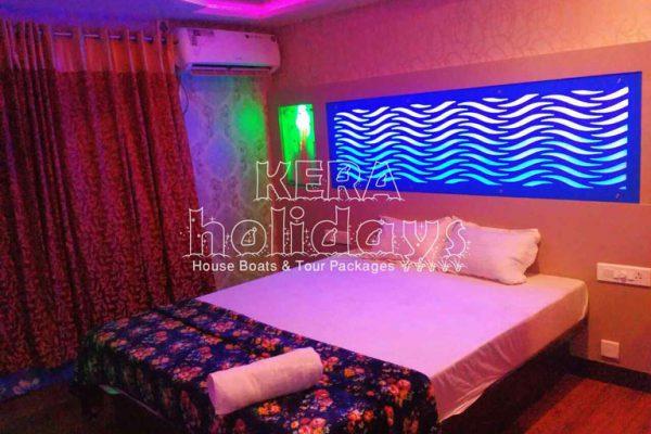 7-bedroom-houseboat-kera-4