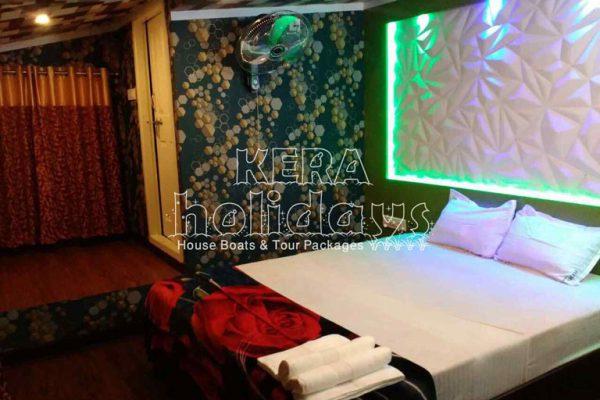 7-bedroom-houseboat-kera-9